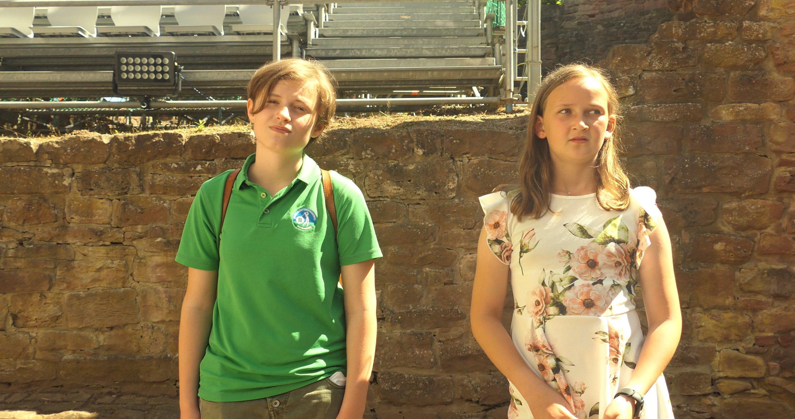 Was erleben diese beide Mädchen auf der Freudenburg in Freudenberg am Main? Die Antwort bekommt ihr im Film.